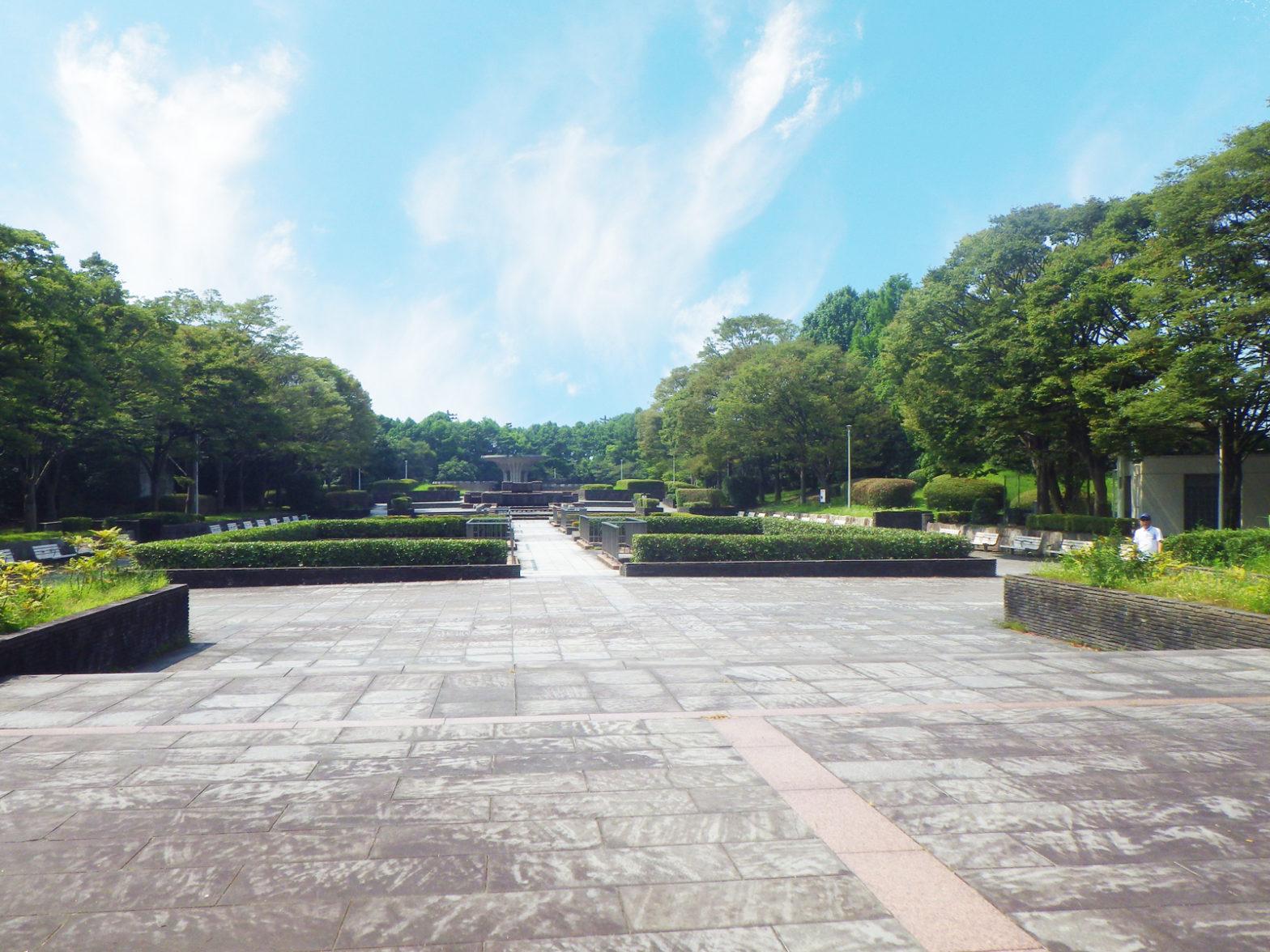 画像:中央噴水を望む噴水通路